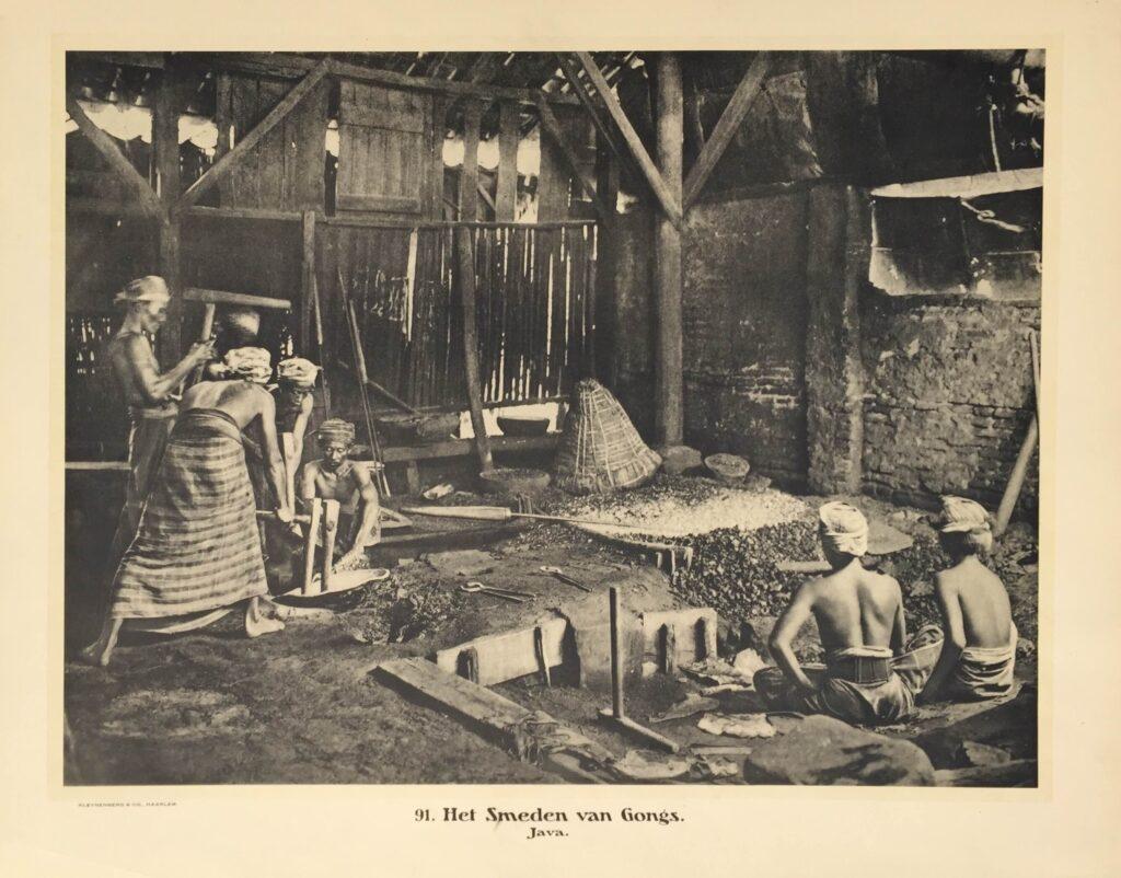 91 het smeden van gongs bartele gallerybartele gallery - Smeden van ijzeren ...